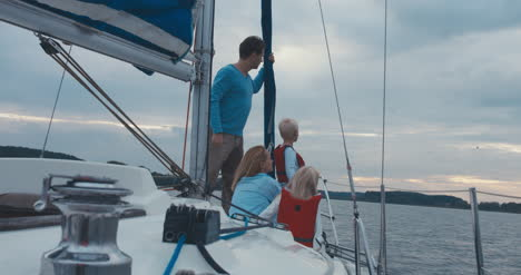 Family-on-Sailboat-05
