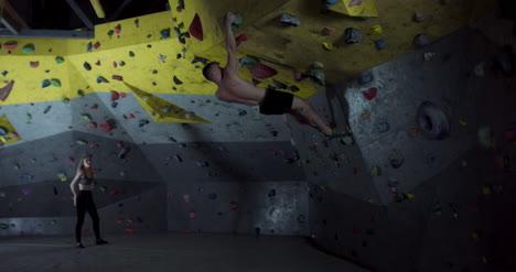 Escaladores-en-el-gimnasio-01