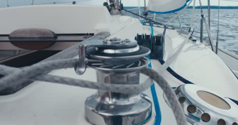 Adjusting-Rigging-on-Sailboat-01