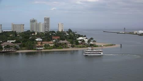 Florida-Fort-Lauderdale-Excursion-Boat-In-Harbor