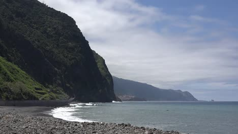 Madeira-Waves-Breaking-On-North-Shore-Rocks