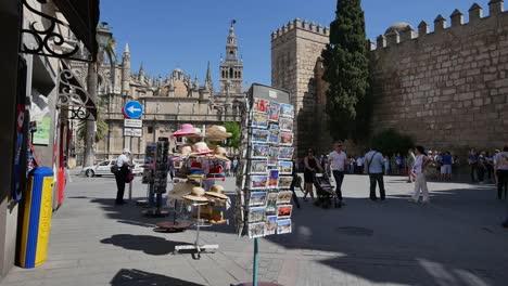 Sevilla-Postales-Pared-árabe-Y-Catedral