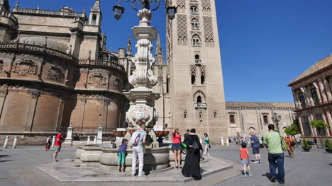 Seville-Tilts-Up-Giralda-Tower