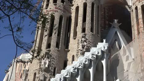 Spain-Barcelona-Sagrada-Familia-Zooms-To-St-Bartholomew-Figure