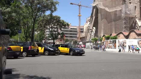Spain-Barcelona-Taxis-Pulling-Out