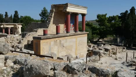Greece-Crete-Knossos-Red-Columns-On-Ruin