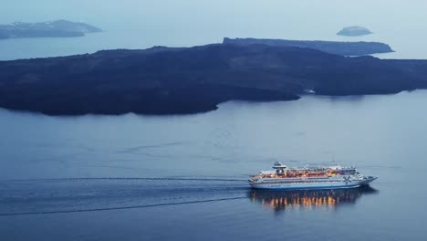 Greece-Santorini-Cruise-Ship-Departing