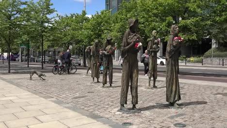 Irland-Dublin-Hungersnot-Denkmal-An-Einer-Belebten-Straße-Zoom-In