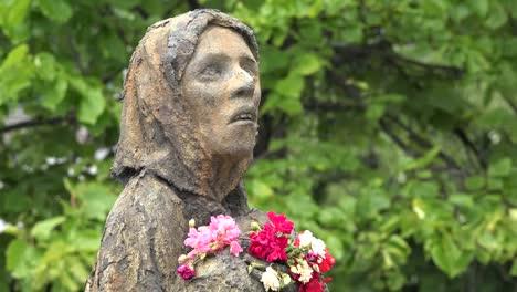 Ireland-Dublin-Famine-Monument-Starving-Woman