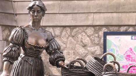 Ireland-Dublin-Molly-Malone-Statue-Head-And-Torso