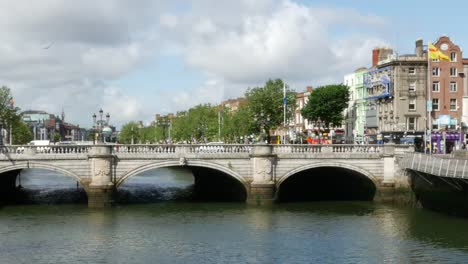 Ireland-Dublin-River-Liffey-Bridge-And-Traffic-In-Sunshine-Pan