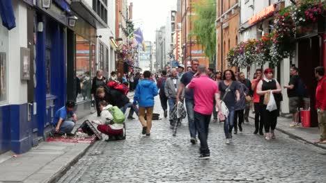 Ireland-Dublin-Temple-Bar-Crowded-Street
