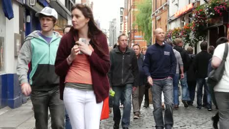 Ireland-Dublin-Temple-Bar-Lots-Of-Tourists