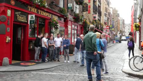 Ireland-Dublin-Temple-Bar-Pub-With-Men-Being-Photographed