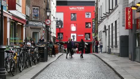 Ireland-Dublin-Temple-Bar-Red-Building
