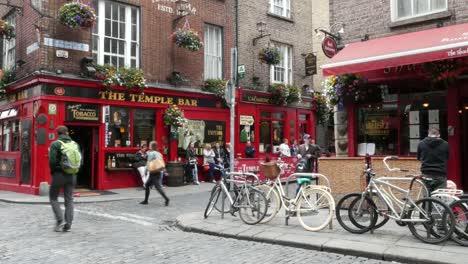 Irlanda-Dublín-Temple-Bar-Escena-Con-Bicicletas