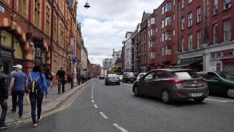 Irland-Dublin-Fußgänger-Und-Verkehr-Auf-Der-Lord-Edward-Street