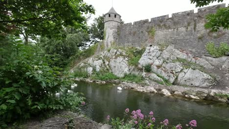 Ireland-Cahir-Castle-On-River