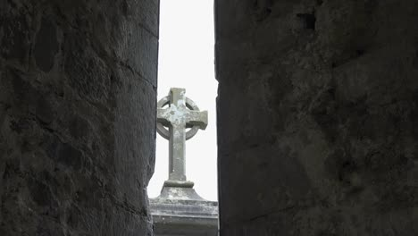 Ireland-Corcomroe-Abbey-Celtic-Cross-Through-Slit