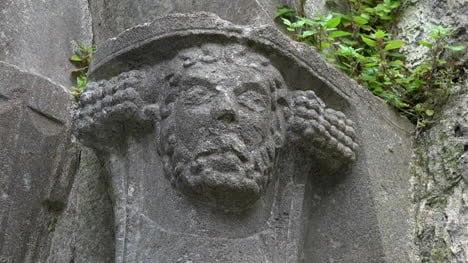 Ireland-Corcomroe-Abbey-Carved-Head-Decoration-