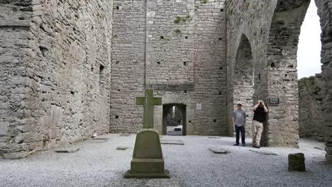 Ireland-Corcomroe-Abbey-Tourists-Inside-Arch