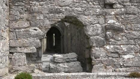 Abadía-De-Irlanda-Corcomroe-Con-Arco-Gótico-Crudo