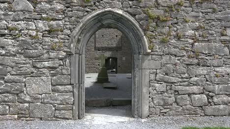 Ireland-Corcomroe-Abbey-With-Gothic-Arch-And-Cross-