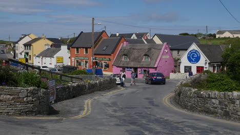 Ireland-County-Clare-Doolin-Village-Hikers