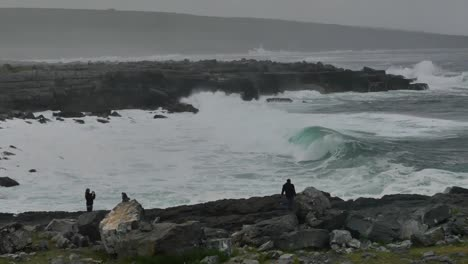 Ireland-County-Clare-People-And-Big-Waves-Pan