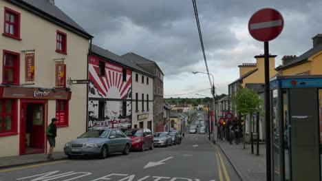 Ireland-County-Kerry-Killorglin-Man-Crosses-Street