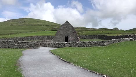 Ireland-Dingle-Gallarus-Oratory-Down-Path-With-Tourists-Zoom-In