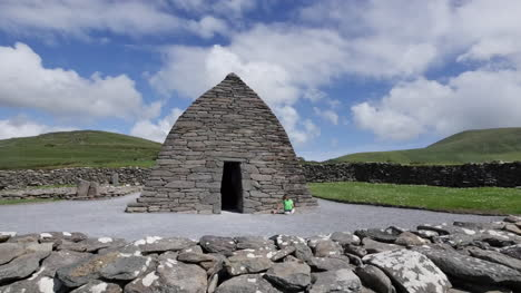 Ireland-Dingle-Gallarus-Oratory-Front-View
