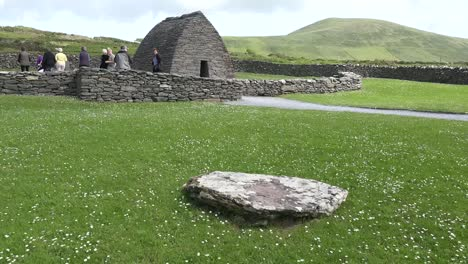 Ireland-Dingle-Gallarus-Oratory-Stone-And-View