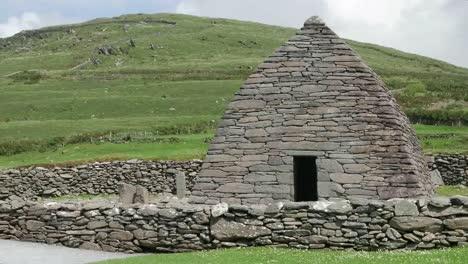 Ireland-Dingle-Gallarus-Oratory-Stone-Hut
