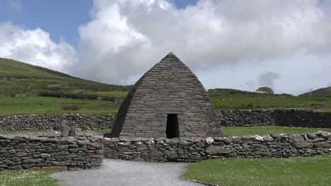 Irlanda-Oleaje-Gallarus-Oratorio-Con-Nube-Alejar