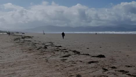 Ireland-Dingle-Peninsula-Inch-Beach-Walker-And-Wind-Buggy