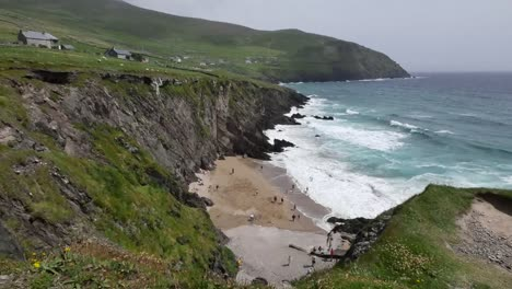 Ireland-Dingle-Peninsula-Beach-Between-Cliffs