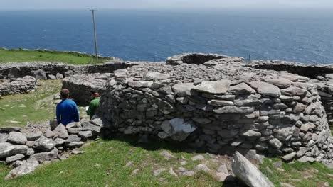 Ireland-Dingle-Peninsula-Bee-Hive-Hut-And-Sea-View