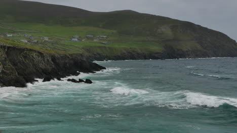 Ireland-Dingle-Peninsula-Breakers-Reach-Shore-Pan