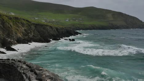 Ireland-Dingle-Peninsula-Breakers-Reach-Shore