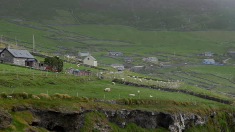 Ireland-Dingle-Peninsula-Isolated-Farms