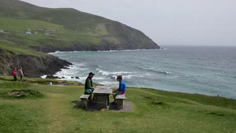 Ireland-Dingle-Peninsula-Picnic-On-Coast