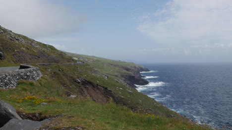 Ireland-Dingle-Peninsula-Stark-Hillside-Meets-Sea