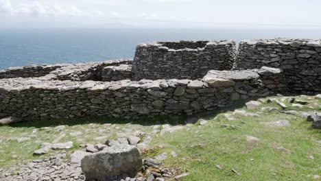 Ireland-Dingle-Peninsula-Stone-Circle-And-Huts