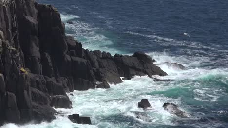 Ireland-Dingle-Coast-With-Waves-Hitting-Cliffs-Zooms-In