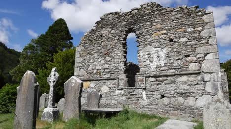 Irland-Glendalough-Keltisches-Kloster-Kathedralenmauer