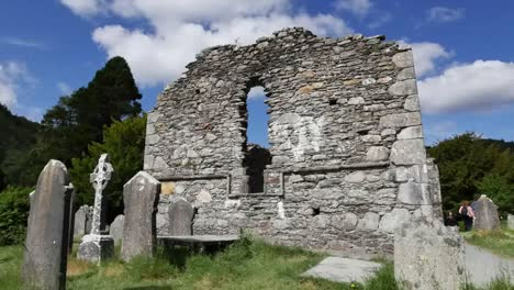Irland-Glendalough-Keltische-Kloster-Kathedrale-Zoom-And-Pan