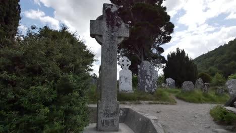Irland-Glendalough-Keltisches-Kloster-Hochkreuz