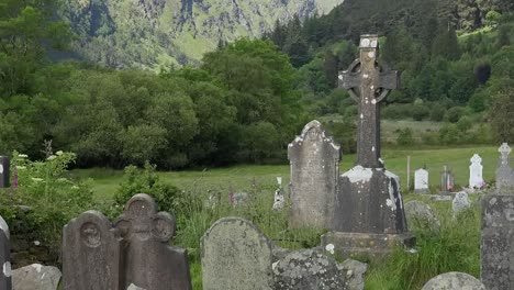 Ireland-Glendalough-Cemetery-And-High-Cross-In-Mountains-Pan-And-Zoom