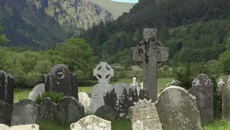 Ireland-Glendalough-With-Cemetery-And-High-Cross-In-Mountain-Valley-Zoom-And-Pan